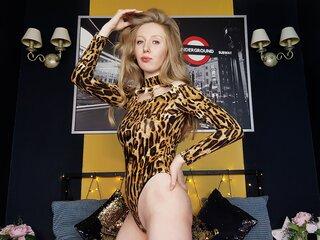 LunaAmerald naked cam